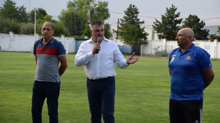 Premierea Grupei de fotbal 2004-2005 de către primarul Pistol Gheorghe