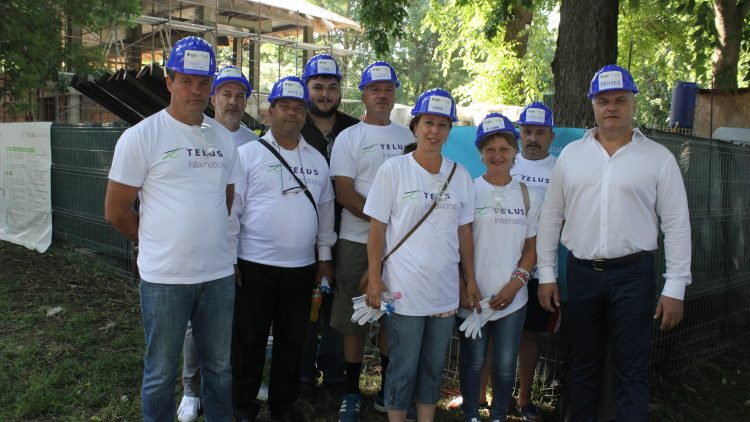 Peste 300 de voluntari TELUS International, pe șantierul Habitat for Humanity Romania. Lucrările la centrul comunitar din Buftea avansează rapid cu ajutoare de nădejde |Articol- Pistol Gheorghe