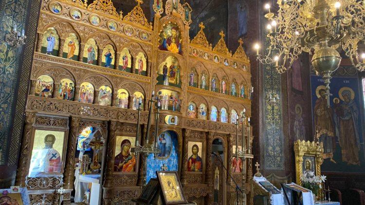S-au finalizat lucrările montării catapetesmei Bisericii Sf. Varvara din Cartierul Centru