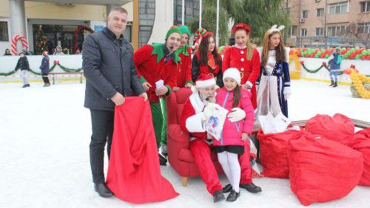 La Buftea, Moş Crăciun a împărţit sute de daruri copiilor cuminţi şi a inaugurat tradiţionalul patinoar de poveste – Pistol Gheorghe