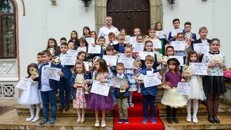 """""""Sonoris"""" – la a V-a ediţie. Concurs de pian, pentru copii și tineri – Articol: Pistol Gheorghe"""
