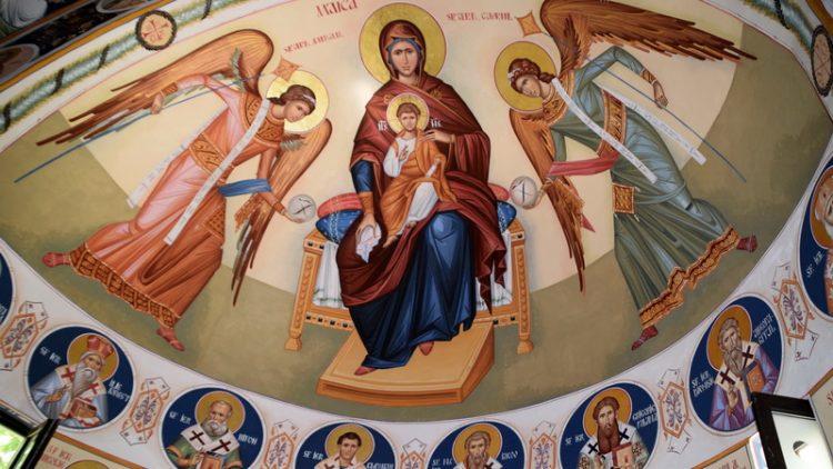 Noi picturi la biserica din Studio