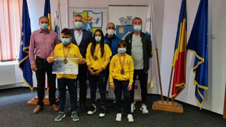 Sportivii secției de KICKBOXING au fost felicitati de primarul Gheorghe Pistol